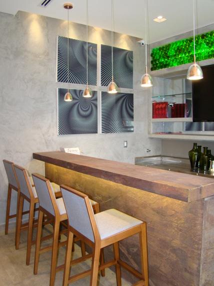 Detalhe do bar do lobby. Projeto do arquiteto André Zazeri.
