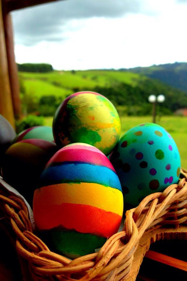 Páscoa, Chocolate e 'Egg Tapping'