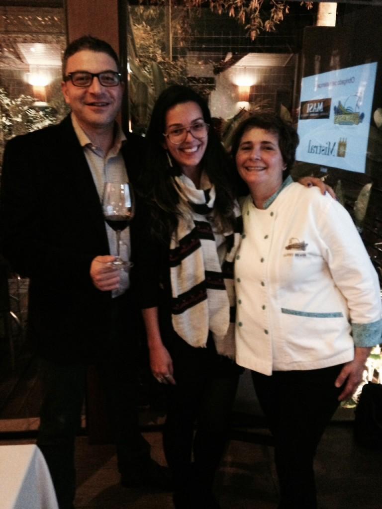 O enólogo Vincenzo Protti, eu e a Chef Sanny Braga. Foto Senhora Mesa.