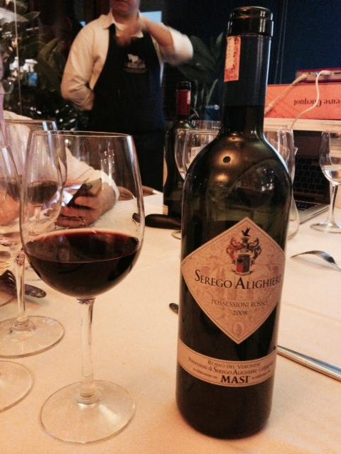 Vinho Possessioni Rosso Serègo Alighieri, o último da noite, harmonizado com a polenta. Foto Senhora Mesa.