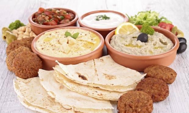 comida-arabe-o-bonifacio-senhora-mesa