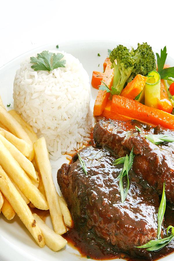 Almoço executivo no Quiosque Chopp Brahma em Piracicaba: rápido, prático e uma delícia.