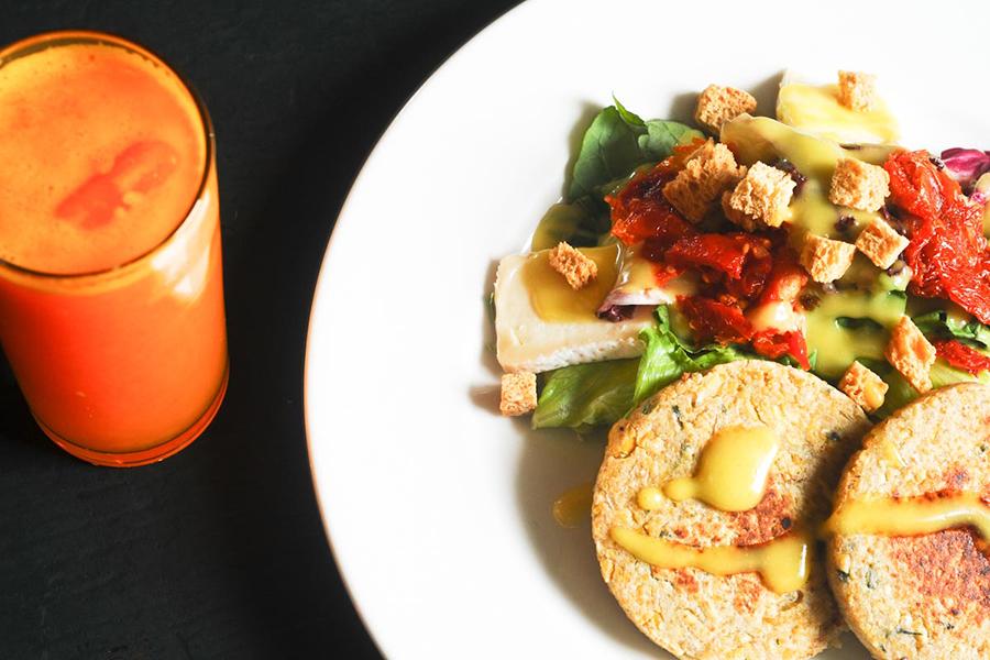 hamburguer-vegetariano-senhora-mesa
