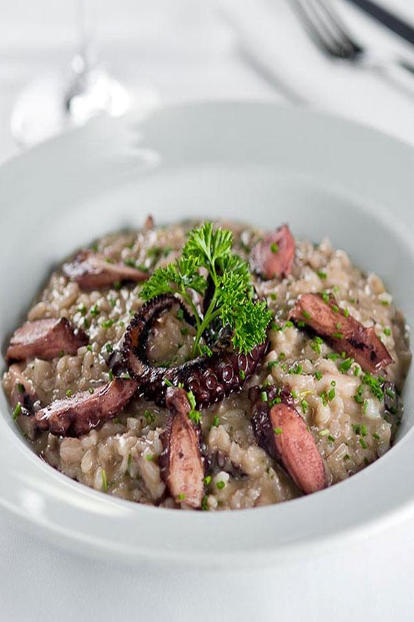 Aprenda a preparar o risoto de polvo do Brasserie des Arts