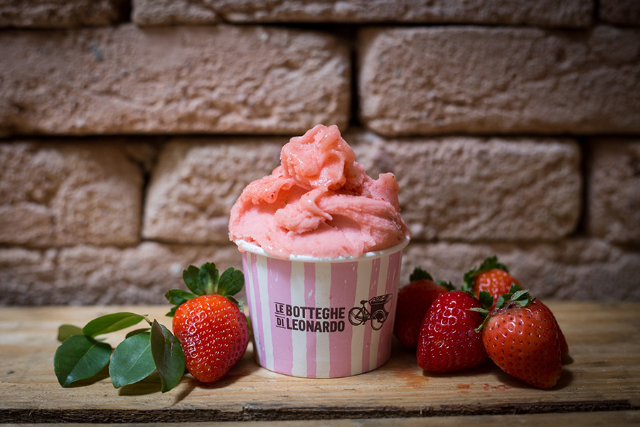 gelato-de-morango-senhora-mesa