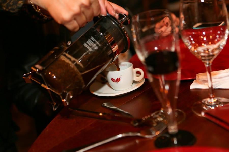 french-press-malabarista-cafe-senhora-mesa