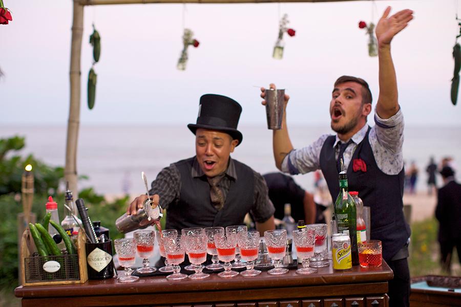 top-bartenders-hendricks-senhora-mesa
