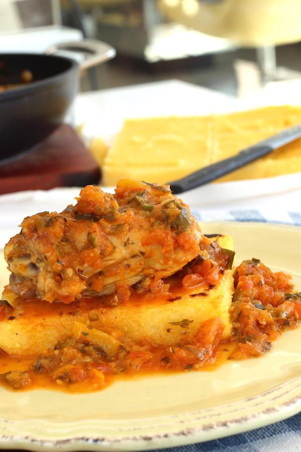 Receita de frango com polenta. Foto Senhora Mesa. Todos os direitos reservados.