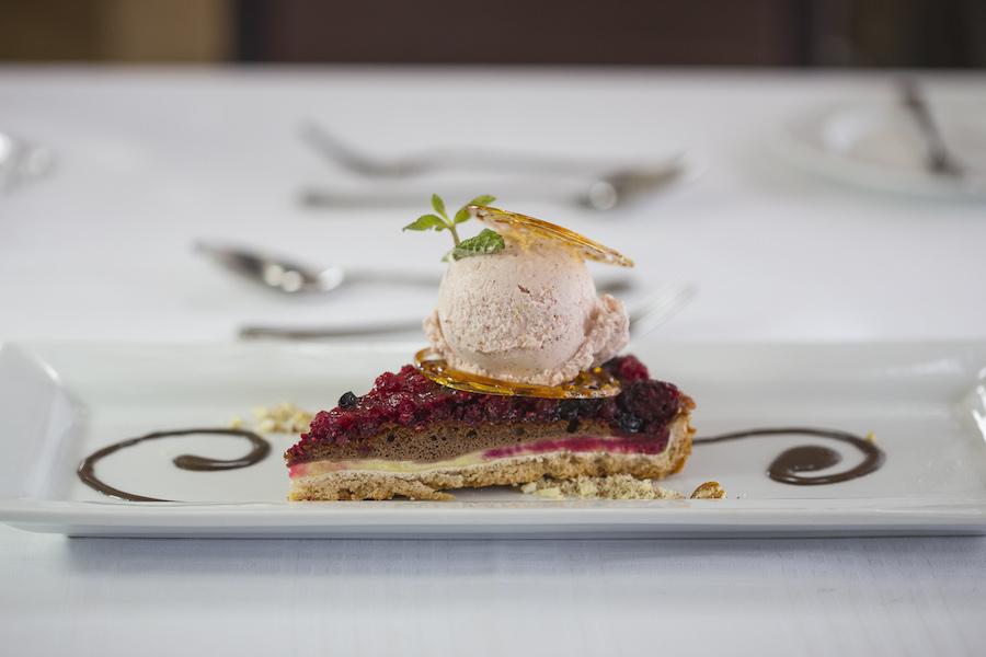 Novo menu no Valle Nevado Resort - Chessecake de Frutas Vermelhas com Sorvete de Murta e Marmelo.