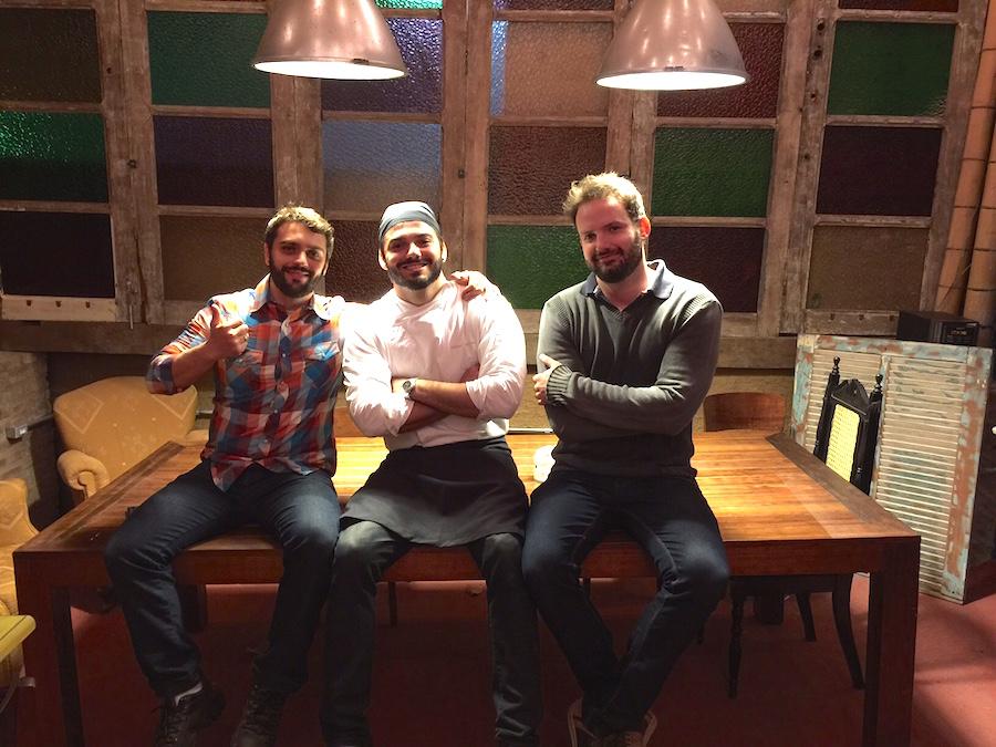Os sócios Júnior Damada, o chef Máinon Covolan e Marcelo Gianini inauguram em Piracicaba a cafeteria Meu Pé de Café com conceito exclusivo e inovador.