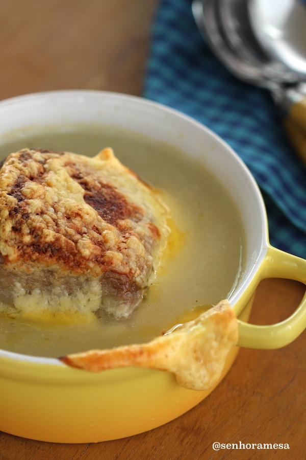 Receita de sopa de cebola. Foto Senhora Mesa por Patrícia Guimarães. Todos os direitos reservados.