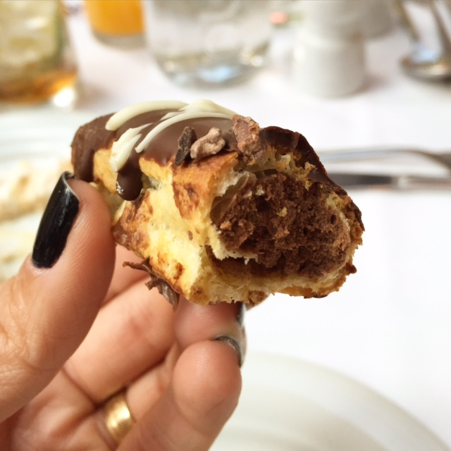 Bomba de Chocolate. Gastronomia impecável.