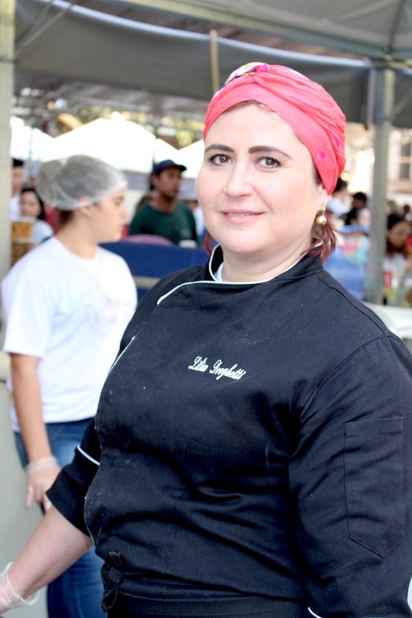 Chef Lilian Droghetti que fez uma ciabatta com costela desfiada e molho de tamarindo na 2ª Edição do Comida na Rua.