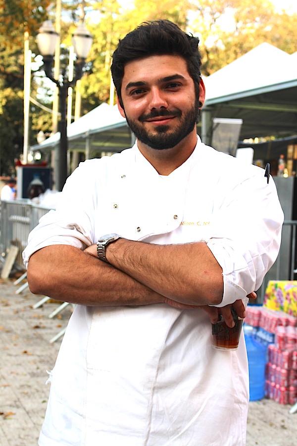 """O chef Máinon Covolan, do Meu Pé de Café, fez um lanche no pão ciabatta com presunto Parma e queijo Gruyère. """"Comi dois na hora do almoço"""", disse a chef Helena, vizinha de barraca."""