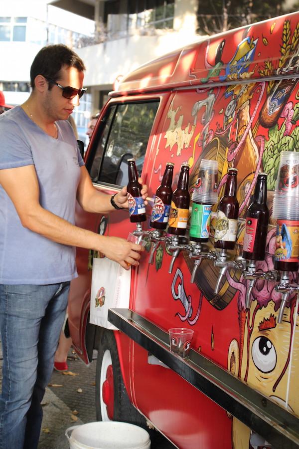 A cervejaria Dama Bier levou sua kombi equipada com inúmeros rótulos em chope artesanal. Não sobrou uma gota! Comida na Rua levou os chefs para a Praça José Bonifácio.