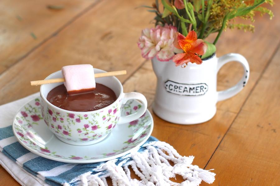 Chocolate quente. Foto Senhora Mesa por Patrícia Guimarães. Todos os direitos reservados.