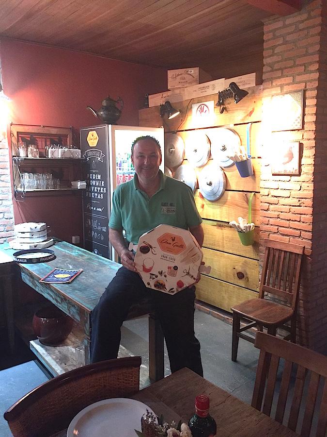 O chef Marcelo Gallo abriu a pizzaria por paixão. Usa ingredientes selecionados e a cada mordida dá pra perceber o carinho com que ele pensa em cada sabor dos seus pratos!