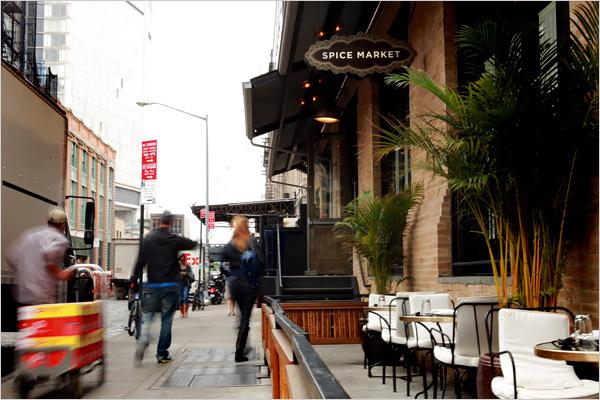 restaurante-spicy-market-ny-senhora-mesa