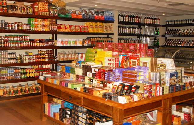 emporio-santa-therezinha-Shopping-Piracicaba-senhora-mesa