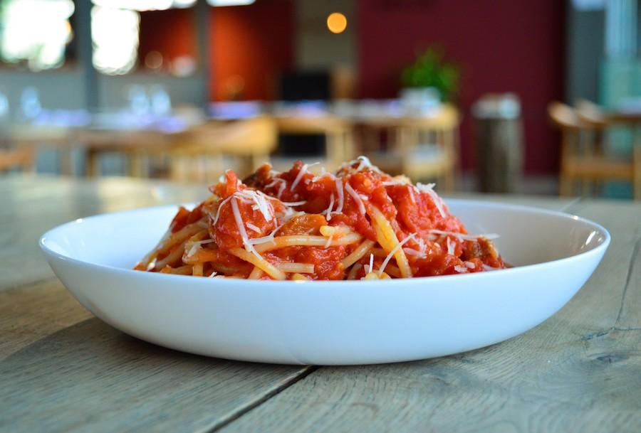 Spaghetti Amatriciana no Eataly Sp este mês a R$25 o prato.